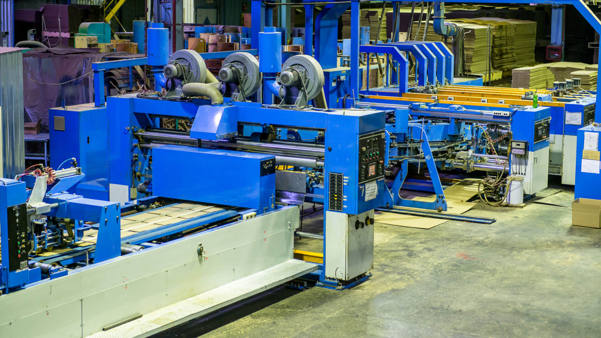Wide shot of a large automatic production line that is using Transcyko speed reducers